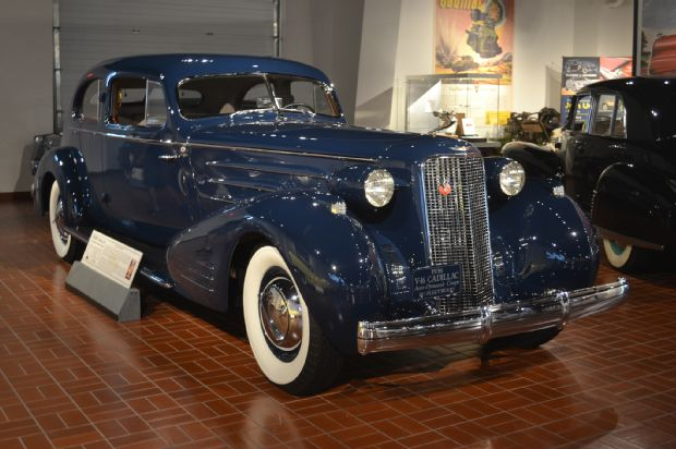 1933-cadillac-series-90-v16-aerodynamic-coupe