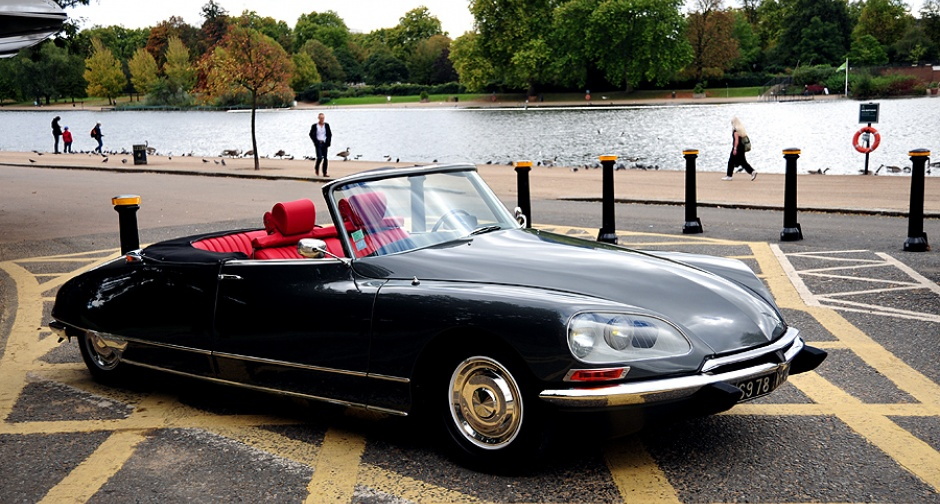 Citroen_DS_Decapotable_driven_01pop